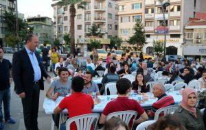 İlk mahalle iftarı Cumhuriyet Meydanı'nda
