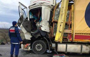 Biga'da TIR'lar çarpıştı: 1 ölü