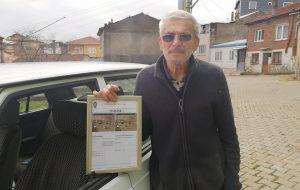 Biga'da 75 yaşında ilk trafik cezası yazıldı, çerçeveletip evinin duvarına astı