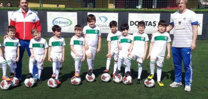 Genç futbolcular Biga'da yetişiyor