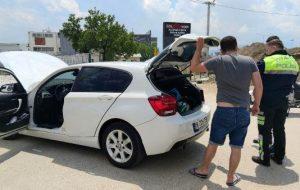 Çalındı ihbarı yaptığı otomobiliyle gezen sürücü, polisi alarma geçirdi