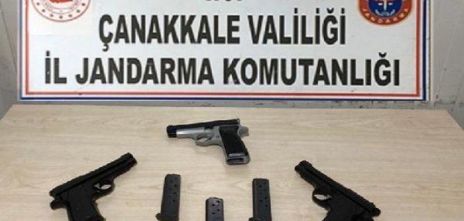 Biga'da otomobilde 3 ruhsatsız tabanca ele geçirildi